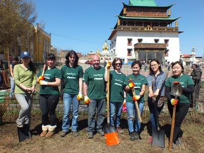 A group of Projects Abroad volunteers in Mongolia