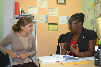 A Projects Abroad volunteer on the Psychology project chats to a member of staff in Jamaica