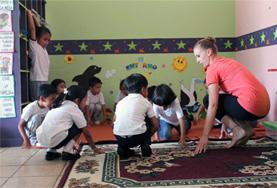 A Creative Arts volunteer working in Ecuador teaches local school children.