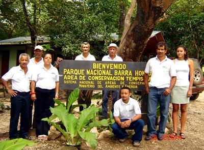 Volunteers at Barra Honda in Costa Rica