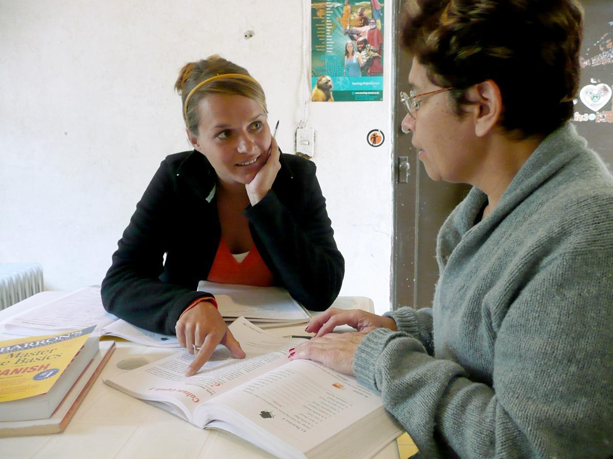 Volunteer taking language courses to learn Spanish in Latin America
