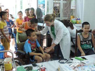 Projects Abroad volunteer working on a medical community outreach