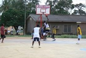 A local basketball team practises their ball skills and techniques on one of our volunteer Basketball placements.