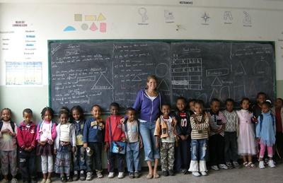 A Projects Abroad volunteer poses with her class in Ethiopia, Africa.