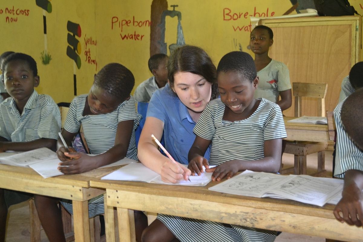 english teaching volunteering projects in zoom projects abroad teaching volunteer pascale fortin helping a school girl at her teaching placement in